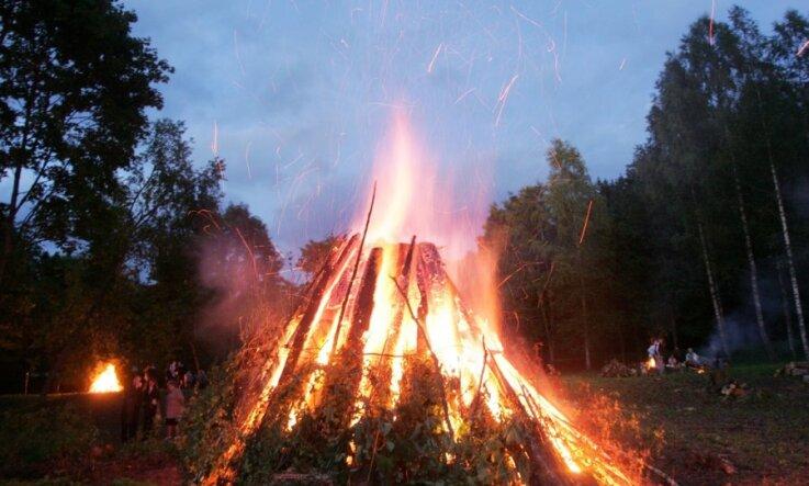 Visā Latvijā notiek viens no simtgades oficiālajiem notikumiem – akcija 'Izgaismo Latviju'
