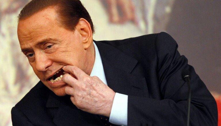 Berluskoni izmantojis prostitūtas, noziegumus nav pastrādājis, atzīst Itālijas tiesa