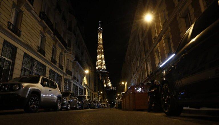 Власти Франции решили отменить комендантский час и ношение масок на улице