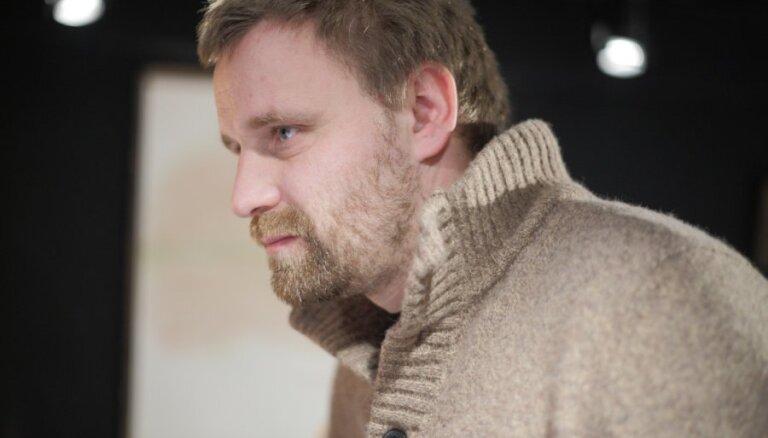 Režisors Eihe: 'Daugavu' noņēma no repertuāra, jo kolektīvā iestājās panika