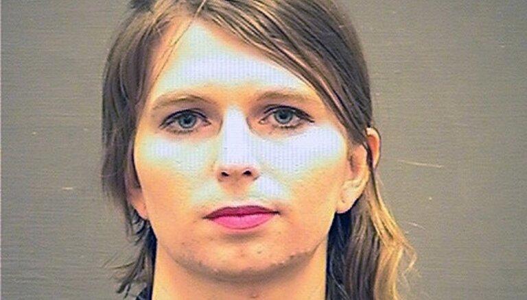 Čelsijai Meningai atkal nosaka apcietinājumu par atteikšanos liecināt pret 'WikiLeaks'