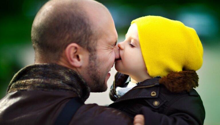 Pērn visbiežāk par tēviem kļuvuši vīrieši vecumā no 25 līdz 34 gadiem