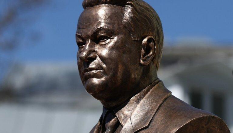 ФОТО: В Москве открыт бюст Борису Ельцину работы Зураба Церетели