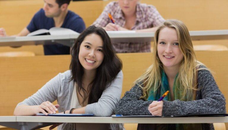 Количество студентов в латвийских вузах уменьшилось на 1,5%
