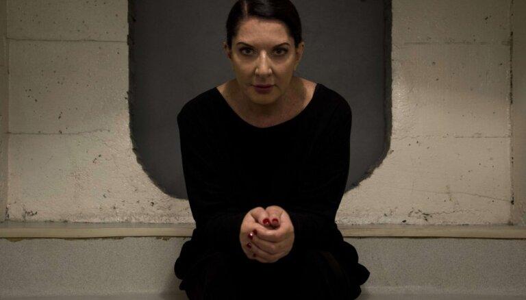 Художница Марина Абрамович пропустит через себя миллион вольт