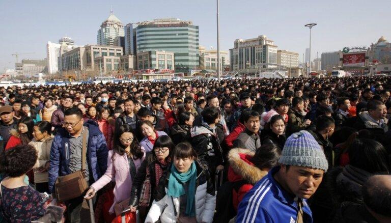 Sākusies pasaules lielākā migrācija - ķīnieši dodas mājās sagaidīt Jauno gadu