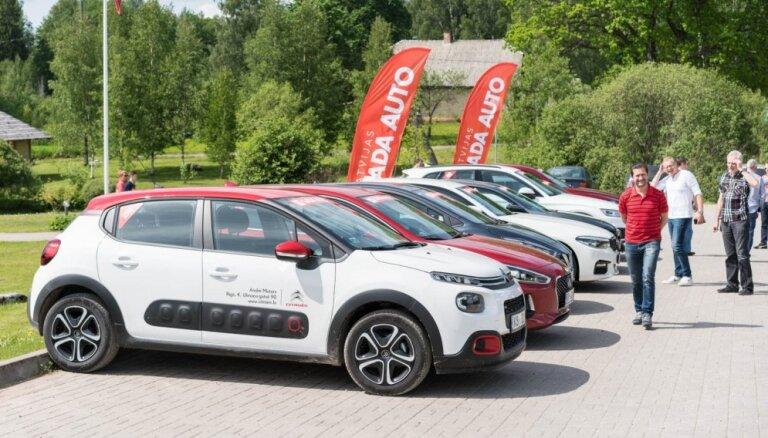 Foto: 'Latvijas Gada auto 2018' sākas ar tradicionālo pavasara testa braucienu