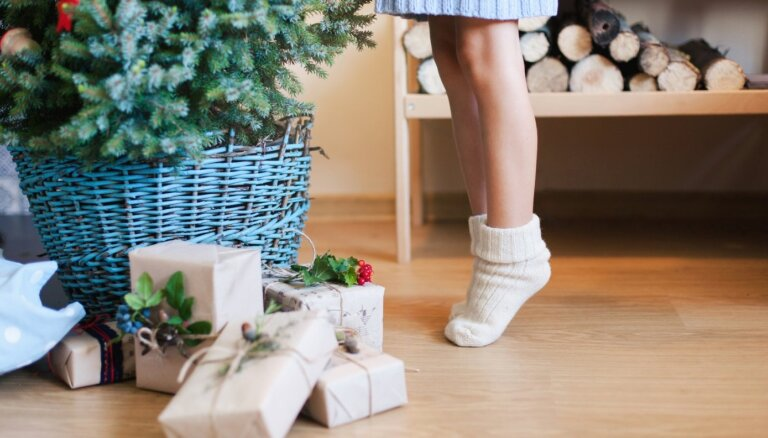 Deviņas idejas, kā paslēpt Ziemassvētku eglītes statīvu