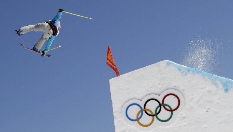 Šveicei dubultuzvara olimpiskajās frīstaila sacensībās sloupstailā sievietēm