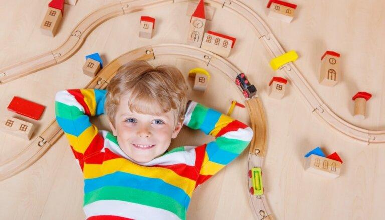 Antropologs: bērnu rotaļlietu dalīšanai pēc dzimuma var būt negatīvas sekas