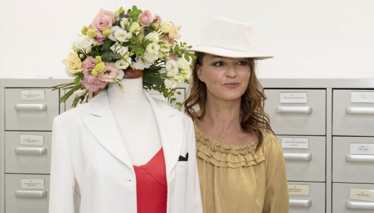 Marija Naumova Eirovīzijas uzvaras kleitu uzdāvinājusi Latvijas Nacionālajam vēstures muzejam
