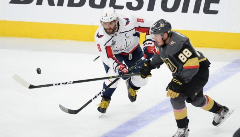 Desmit vārtu spēlē Stenlija kausa fināla ievadā 'Golden Knights' uzvar 'Capitals'