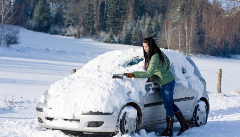 10 lietas, kam ziemā jābūt automašīnā