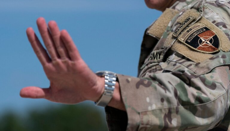 Ģenerālis: ASV turpinās uzlidojumus Afganistānā, atbalstot valdības spēku cīņu pret talibiem