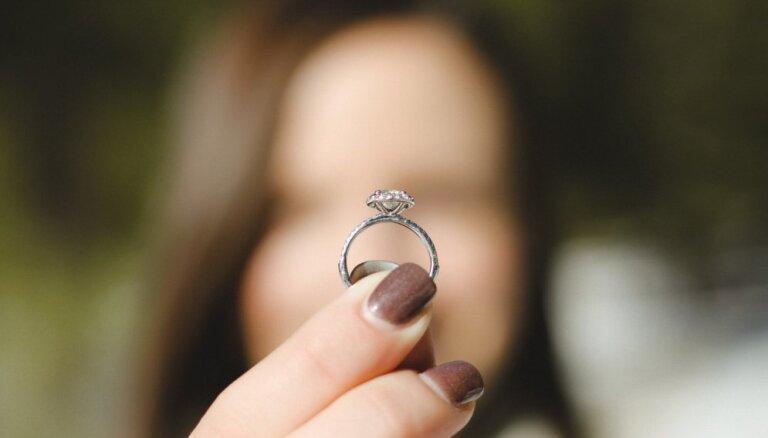 Aug reģistrēto laulību skaits; jaundzimušo skaits sarūk