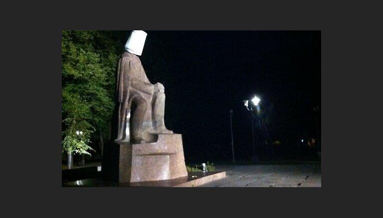 Kad ausis sarkst: rupjības latviešu dzejā nav tikai 'jauno, neatzīto' paņēmiens