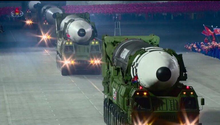 Kima jaunā milzu raķete paredzēta ASV aizsardzības pārvarēšanai, spriež eksperti
