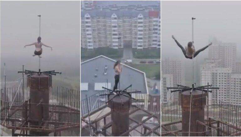 Video: Krievu stieņa dejotāja šokē ar virpuļošanu 16 stāvu augstumā