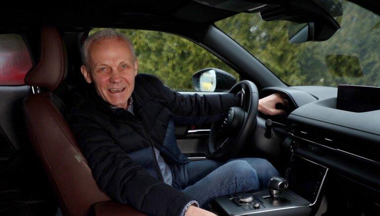 Video: Andris Dambis izmēģina elektrisko 'Mazda MX-30'