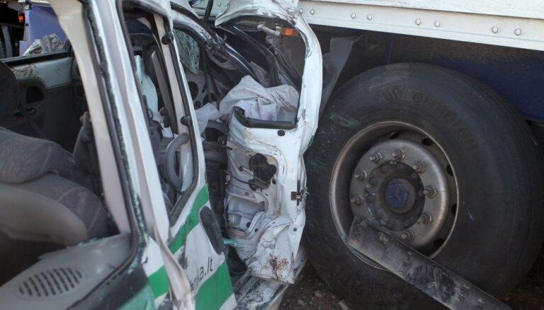Польша: гражданин Латвии на фуре протаранил пять машин, в ДТП пострадали 10 человек