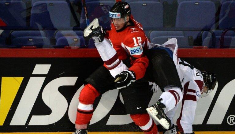 Fotoreportāža: Latvijas hokejistu 39 metieni neatnes komandai uzvaru