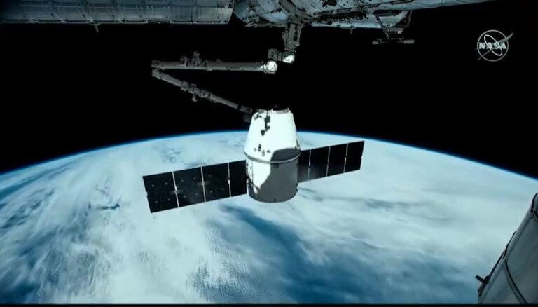 Новейший космический корабль Dragon-2 успешно состыковался с МКС