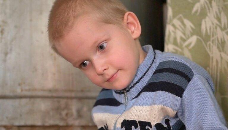 ОБНОВЛЕНО. Глеб в 4 года не ходит и не говорит: семья просит помочь собрать деньги на обследование. Деньги собраны!