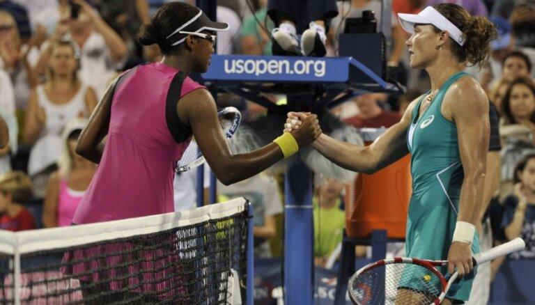 Bijusī čempione Stosura piedzīvo šokējošu neveiksmi 'US Open' pirmajā kārtā