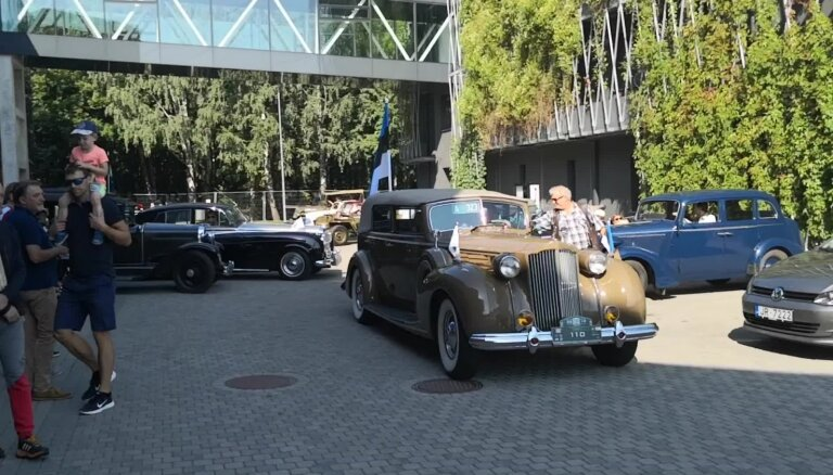'Rīga Retro 2019' klasisko auto parāde izbrauc no Motormuzeja