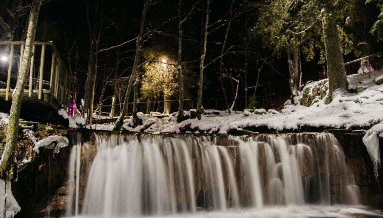 Foto: Izgaismotās dabas takas Ieriķu dzirnavās