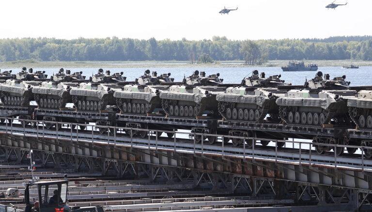 Krievijas armiju izvieto 250 kilometru attālumā no Ukrainas robežas