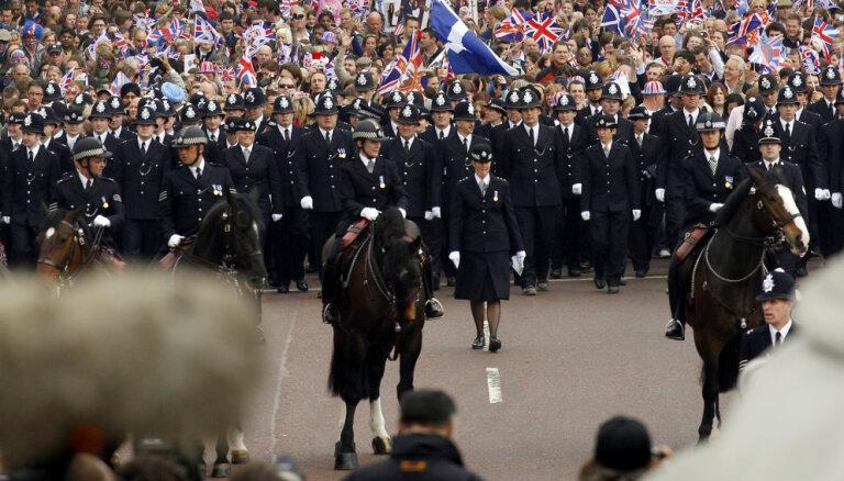 Briti gatavos policistus miera nodrošināšanai Ziemeļīrijā bezvienošanās 'Brexit' gadījumam