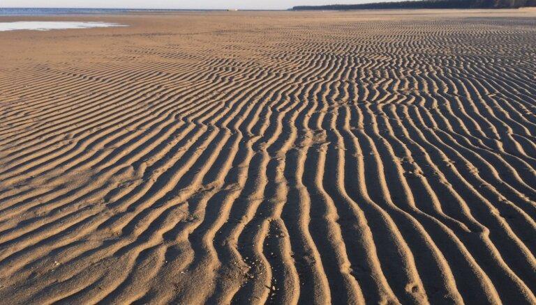 Neparasti foto: Bērzciema piejūras zālāja vietā tuksnesis