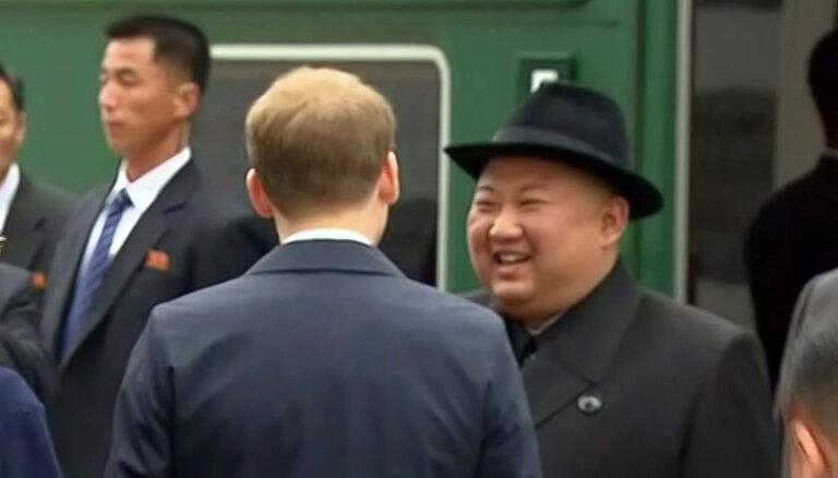 ФОТО, ВИДЕО: Исторический визит Ким Чен Ына на бронепоезде во Владивосток
