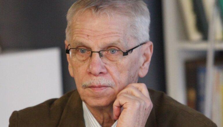 Par spīti 'nacionāļu' iebildumiem Saeima apstiprina mandātu Ulmem