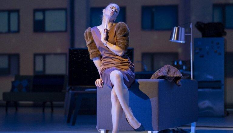 Foto: Dailes teātra sirsnīgais Vecgada koncerts 'Sēd uz sliekšņa pasaciņa'