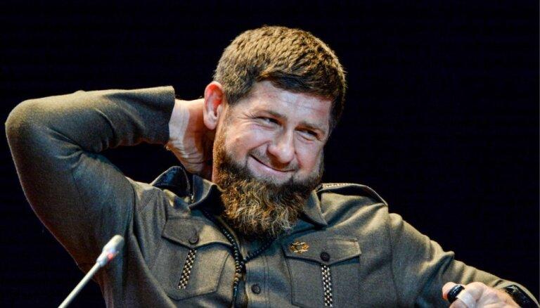 """""""Встают на колени и говорят: Рамзан, ты наш герой"""". Как Кадыров с дагестанцами поссорился"""