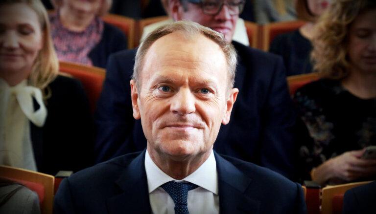 Tusks atgriežas politikā; vadīs Polijas opozīciju
