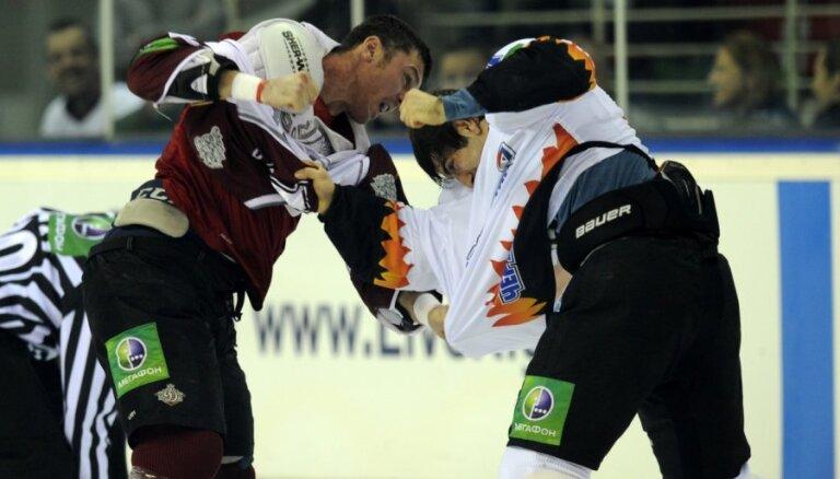 Latvijas hokeja 'policista' Ivanāna kautiņi NHL un KHL