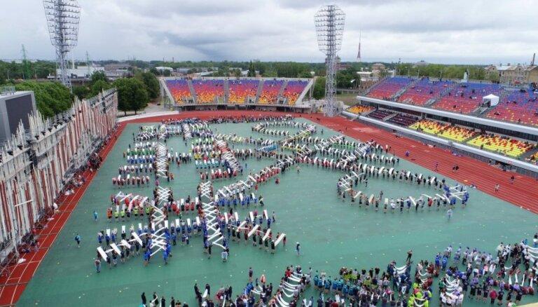 Foto: 'Daugavas' stadionā top deju raksti uzvedumam 'Māras zeme'