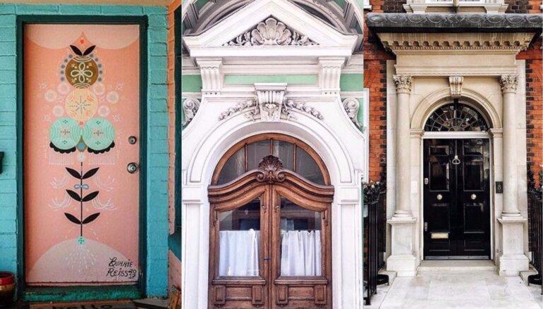 Iemīļota vieta tūristu bildēm: apbrīnojamas māju durvis apkārt zemeslodei