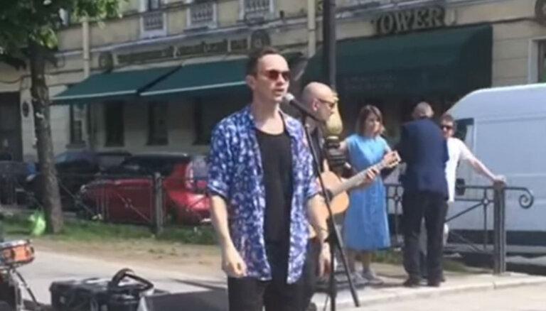 ВИДЕО: Prāta vētra устроила уличный концерт в Санкт-Петербурге
