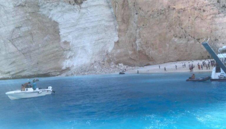 Grieķijas Zakintas salas pludmalē klints nogruvumā cietuši septiņi cilvēki