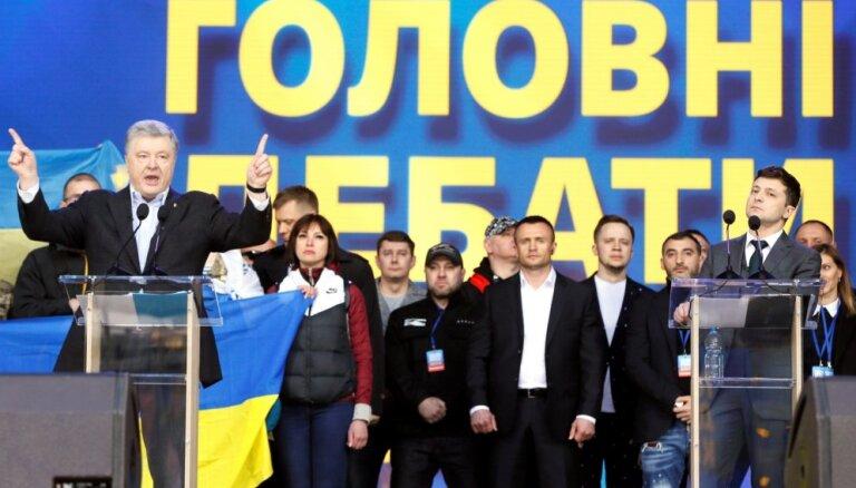 """Порошенко заявил об уходе Украины от """"кремлевского победобесия"""""""
