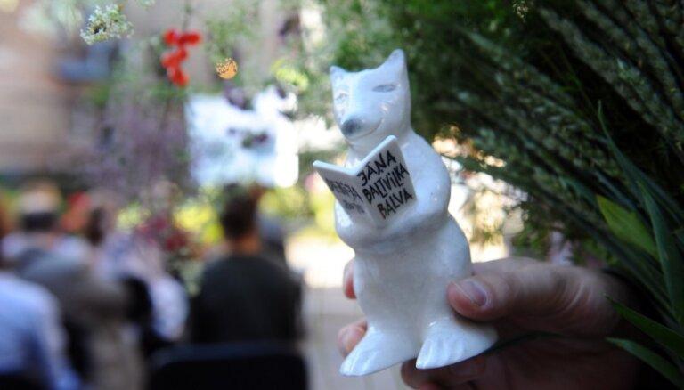 Apbalvoti Jāņa Baltvilka balvas 2015. gada laureāti, 'Delfi' publikas balsojumā uzvar 'Dzīvnieki mākslas darbos'