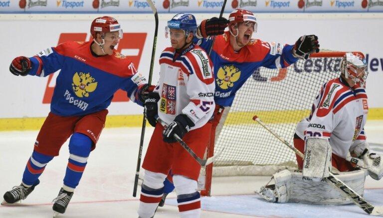 Krievijas un Zviedrijas hokeja izlases izcīna uzvaras Eirotūres spēlēs