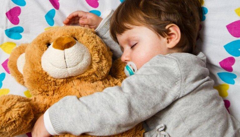 Operācija 'Sausa gulta': kā bērnam palīdzēt pārstāt slapināties naktī