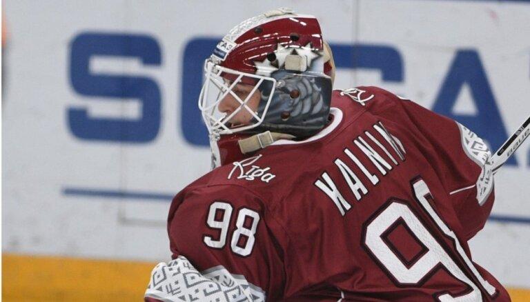 Kalniņa spēlēšanu Latvijas hokeja izlasē apdraud ceļgala savainojums