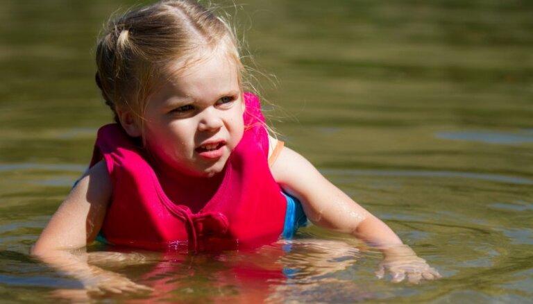 Вода в реках и озерах прогрелась до +24 градусов