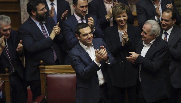Grieķijas premjerministrs uzvar parlamenta uzticības balsojumā